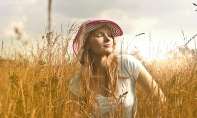 A straw hat. How to style it?